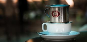 Het geheim van het maken van heerlijke phin-koffie is rijk en authentiek