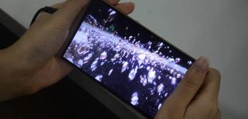 Smartphone kelas menengah yang dilengkapi layar 3D tanpa kacamata dirilis