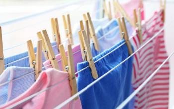 Stapeltrockner auf Waschmaschine - Die perfekte Lösung für die Wäsche in der Wohnung an einem regnerischen Tag