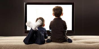Cara mengelola tontonan TV anak-anak selama liburan musim panas