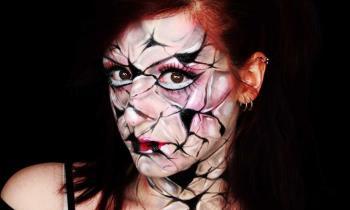 खौफनाक गुड़िया मेकअप: हैलोवीन के लिए टूटी गुड़िया