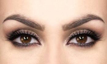 Maquiagem brilhante para olhos escuros, castanhos e pretos