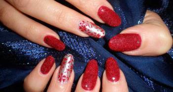 Roter und silberner Nagel Art