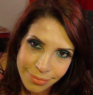 Riasan hijau pupa, mata cokelat