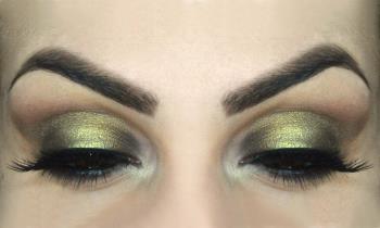 Elegancki i świetlisty makijaż dla większych oczu