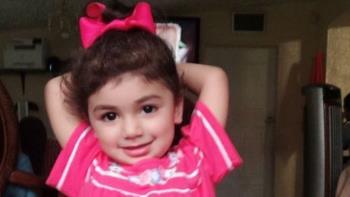 Necessidade de encontrar um doador de sangue para salvar a vida de uma menina de 2 anos que está sendo tratada de câncer