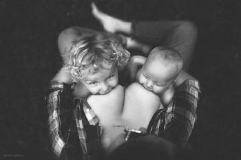 Como é bonito uma mãe amamentar aos olhos de um fotógrafo americano