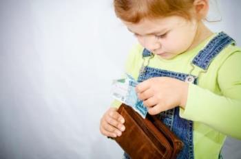 Menemukan seorang anak mencuri uang dan berbohong - Cara menanganinya 1-0-2, menempa bayi agar lengket langsung dari ibu dua anak