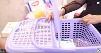 """Aktorka Thanh Thuy dzieli się swoim doświadczeniem w przygotowywaniu koszyka dla niemowląt """"tylko, ale nie zbędne"""""""
