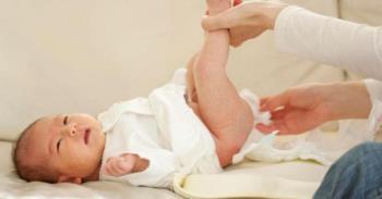 Bambino di 4 mesi con diarrea - Come dovrebbero gestirlo i genitori e quando chiamare un medico?