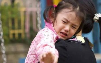 Pierwszego dnia pójścia do przedszkola: Nie zrażaj się swoim płaczem!