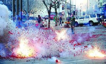 AVISO: perigo inesperado de jogar fogos de artifício no dia de ano novo