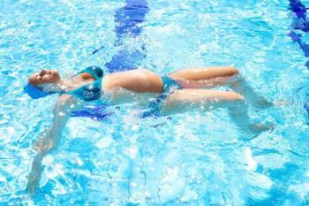 गर्भावस्था के दौरान तैराकी और अप्रत्याशित लाभ