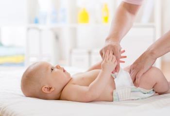 Penyebab anak usia 1 bulan keluar rumah setiap 2 hari dan tindakan efektif