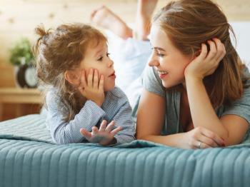 6 großartige Tipps für Eltern, um Babys das Geschwätz im Alter von 1 bis 3 Jahren beizubringen