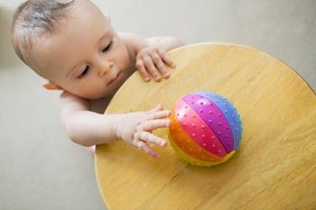 Будьте в безопасности, когда ваш ребенок умеет ползать, будьте осторожны, чтобы не подвергаться опасности