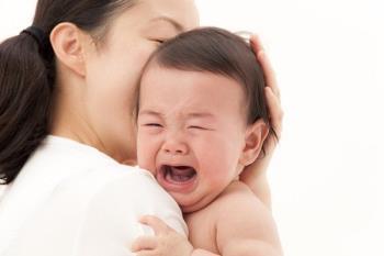 Wie man einem Kleinkind beim Übergang von einem Kinderbett ins Bett hilft, wenn es ein Kleinkind ist