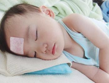 How to reduce fever for 3-year-old children - simple idea but many parents still do it wrong