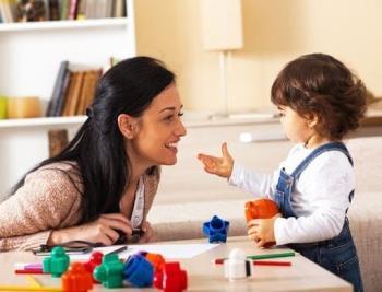 Wie kann man mit Kindern im Alter von 1 bis 3 Jahren spielen, um ihr körperliches und Gehirnpotential zu fördern?