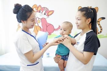 न्यूमोकोकल वैक्सीन कई शॉट्स इंजेक्ट करता है और माता-पिता के लिए महत्वपूर्ण है