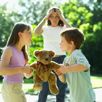 बच्चों में ध्यान घाटे की सक्रियता बीमारी का कारण माता-पिता को लगता है