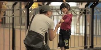 Bagaimana cara mengajar anak-anak kemahiran hidup tanpa mengikuti orang asing?
