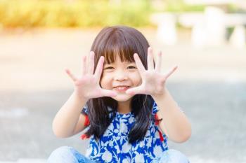Perkembangan anak usia 4 tahun 6 bulan membantu orang tua dalam membesarkan anak secara efektif