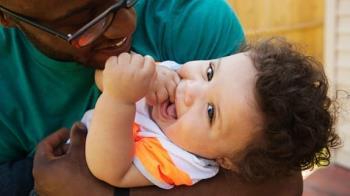 4 señales de que el bebé está saliendo los dientes temprano que las madres rara vez notan
