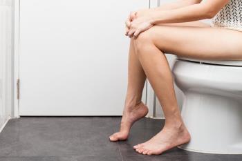 O tratamento da dor ao urinar precisa ir ao hospital ou pode ser feito em casa?