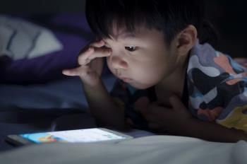 4 dommages graves à votre téléphone sur les enfants