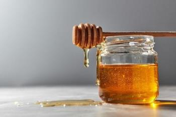 Impara come preparare laglio imbevuto di miele per curare la tosse e il mal di gola in modo molto efficace per il tuo bambino