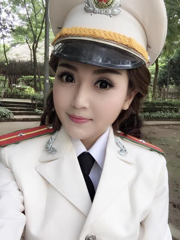 Verzameling afbeeldingen van mooie politieagente en politie