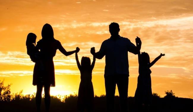 Un tas de bonne poésie sur les familles heureuses signifie beaucoup