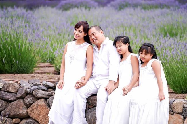 Top belle et confortable photo de famille heureuse