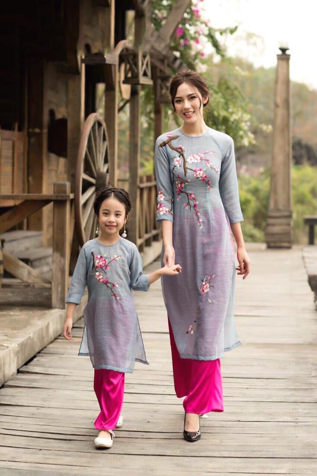 सुंदर अभिनव लंबी पोशाक का सारांश