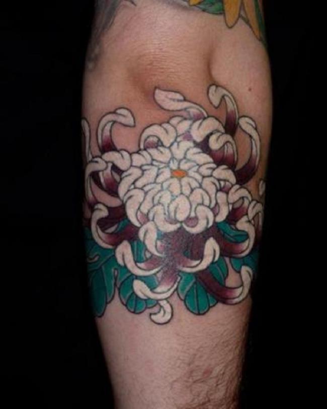 Foto's van prachtige chrysanthemum-tatoeages