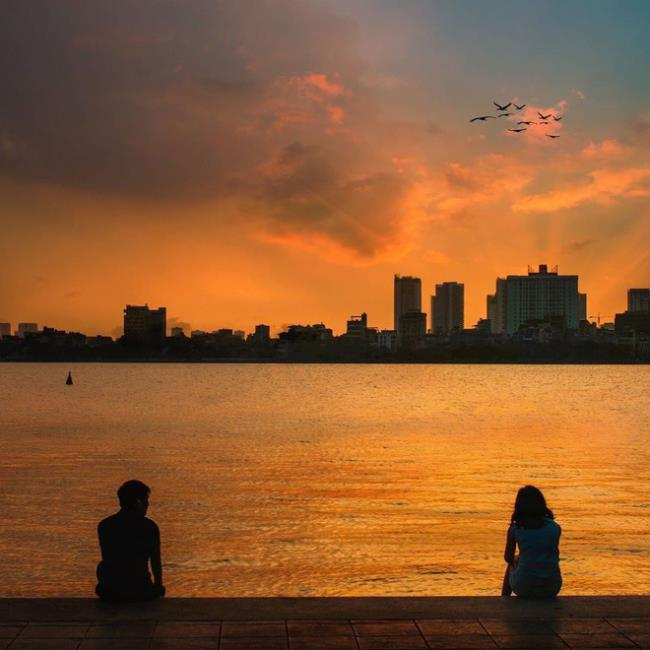 Синтез красивого образа Западного озера во второй половине дня