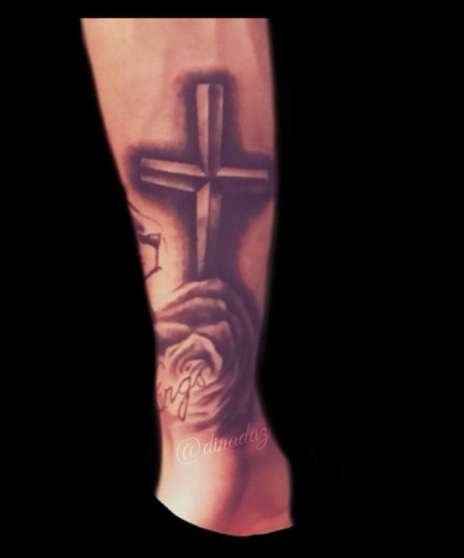 Samenvatting van de meest indrukwekkende cross tattoo-patronen