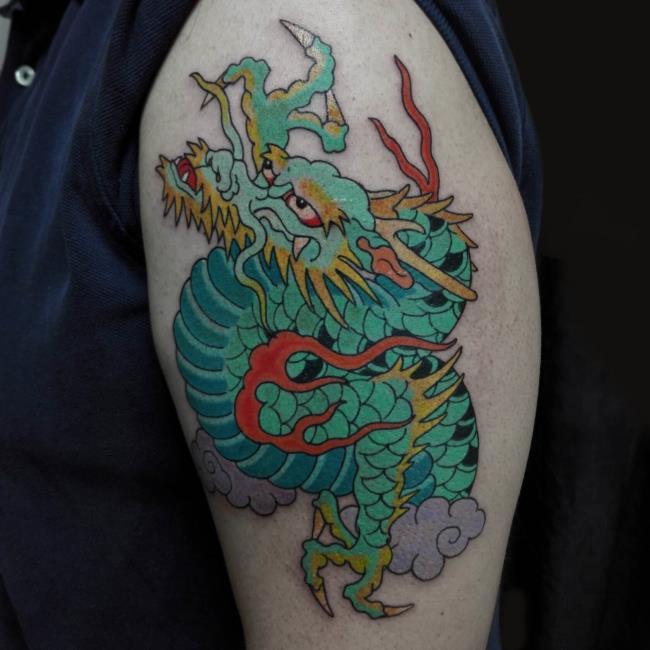 Collection de 50 motifs de tatouage de dragon sur le bras