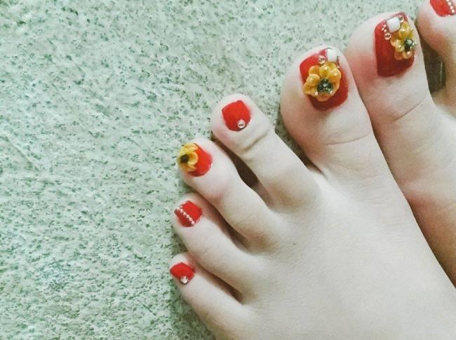 Краткое описание некоторых красивых и роскошных ногтей на ногах