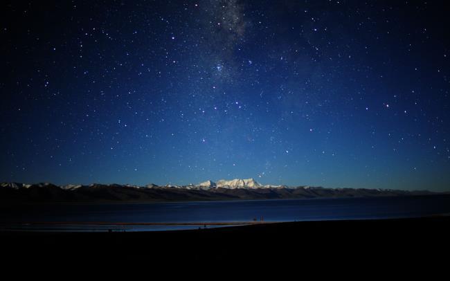 Gambar langit malam yang berkilauan indah