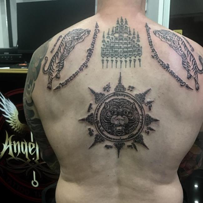 Suggestions de plus de 50 modèles de tatouages au dos extrêmement serrés à ne pas manquer