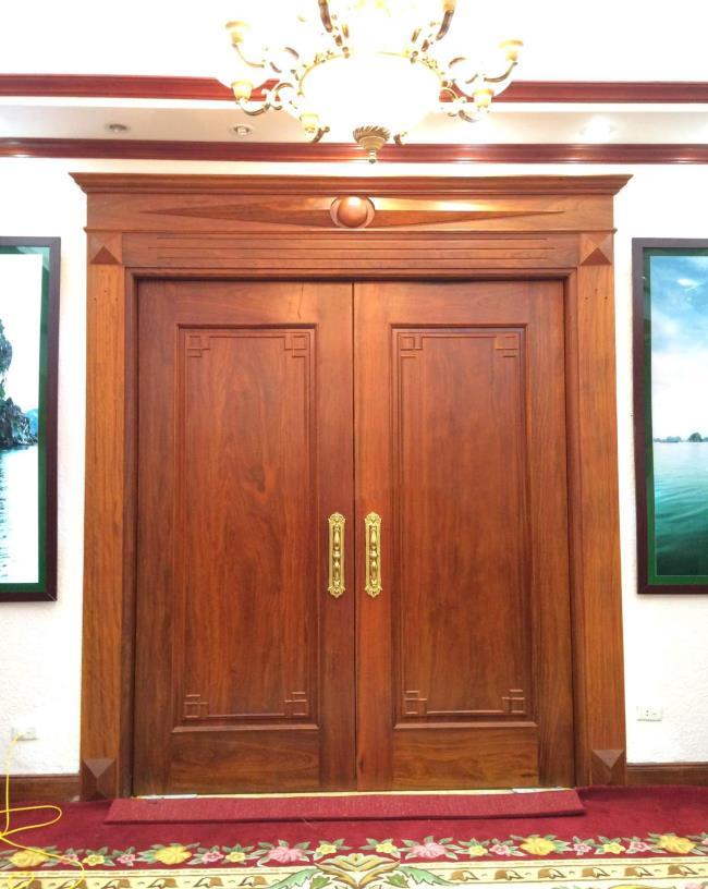 Einige Bilder von 1-türigen Holztüren