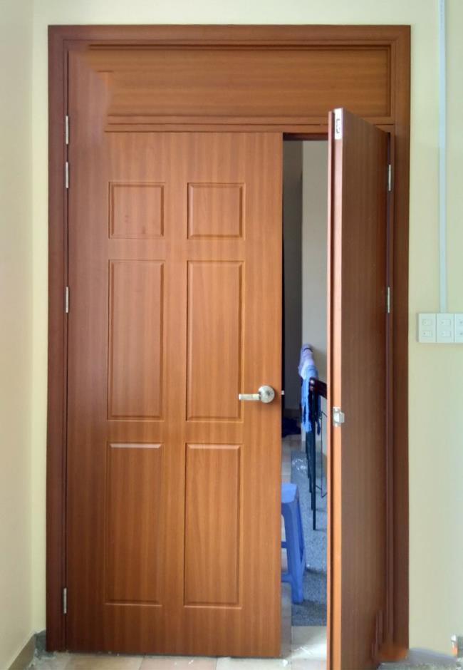 Einige Bilder von schönen modernen Holztüren