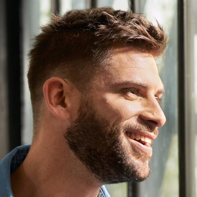 Men's short shaded hair