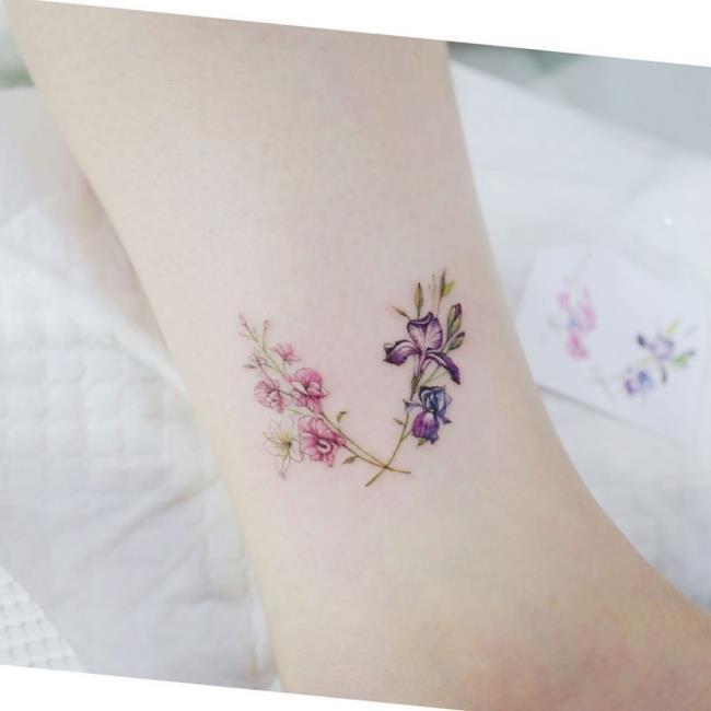 सबसे सुंदर होली फूल टैटू पैटर्न का संग्रह