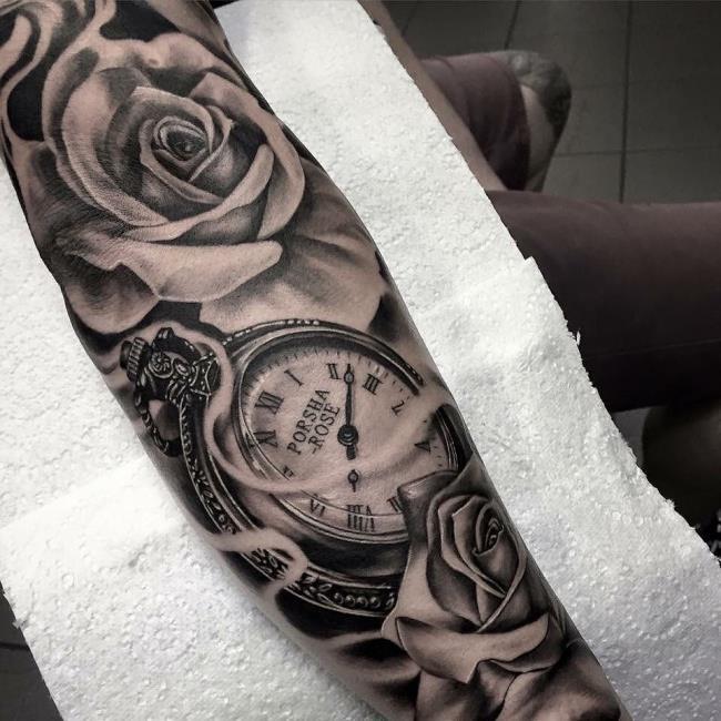 Suggestion de plus de 50 modèles de tatouages roses et de montres extrêmement sexy