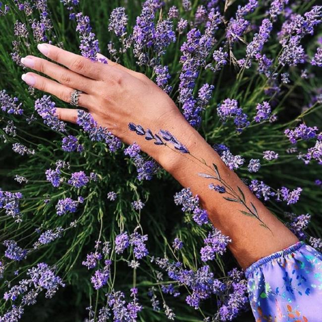 Belles images de tatouage de lavande