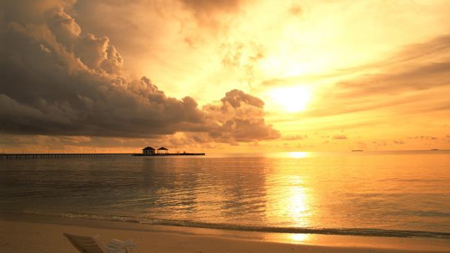 Zusammenfassung der schönen Sonnenuntergangsbilder auf dem Meer