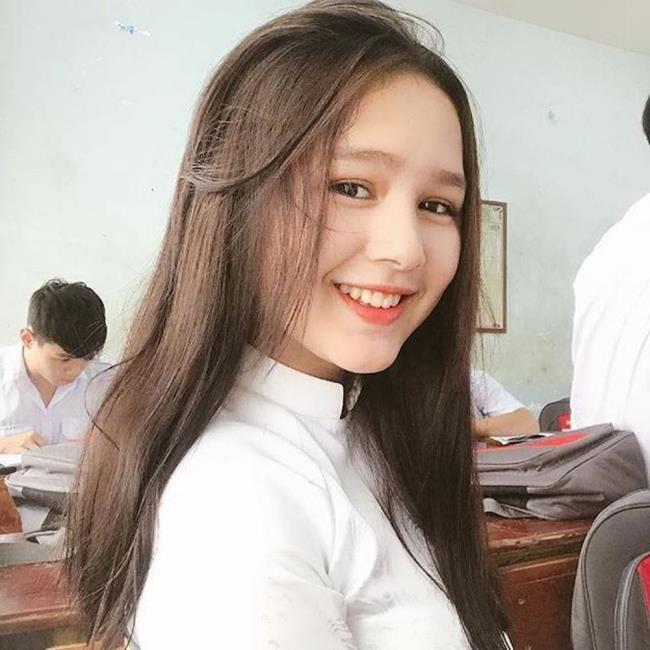 مجموعة من الصور لطالبة لطيفة لطيف
